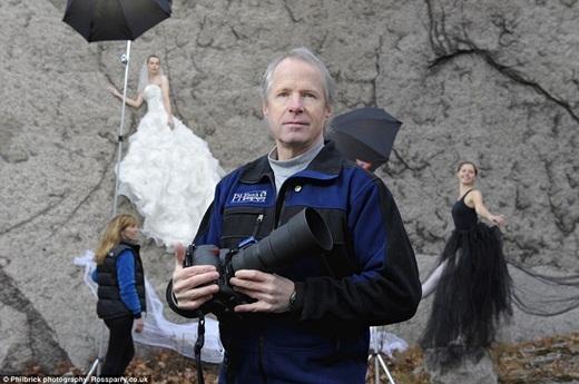 Thay vì chụp ảnh cưới trong studio hay các địa điểm nổi tiếng, vợ chồng nhiếp ảnh gia Jay và Vicki Philbrick ở New Hampshire, Mỹ lại mang đến cho các cô dâu, chú rể mới trải nghiệm có một không hai với dịch vụ chụp ảnh cưới bên vực sâu thămthẳm. (Ảnh: Buzzfeed)