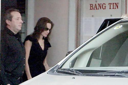 Brad Pitt và Angelina Jolie bất ngờ bí mật tới Việt Nam