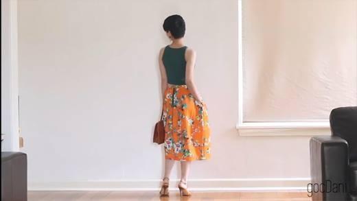 Cách phối váy hoa cùng áo và phụ kiện độc đáo