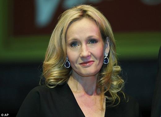 J. K. Rowling sẽ tham gia dàn dựng vở kịch cùng biên kịch Jack Thorne và đạo diễn John Tiffany. (Ảnh: Daily Mail)