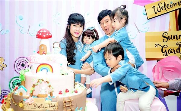 Khoảnh khắc hạnh phúc của gia đình Lý Hải - Tin sao Viet - Tin tuc sao Viet - Scandal sao Viet - Tin tuc cua Sao - Tin cua Sao