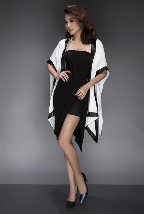 Một chiếc áo khoác phom rộng cá tính với sự tương phản về màu sắc sẽ giúp phái đẹp trông thu hút và nổi bật hơn.
