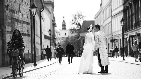 Cặp đôi liên tục trao nhau nụ hôn ngọt ngào... - Tin sao Viet - Tin tuc sao Viet - Scandal sao Viet - Tin tuc cua Sao - Tin cua Sao