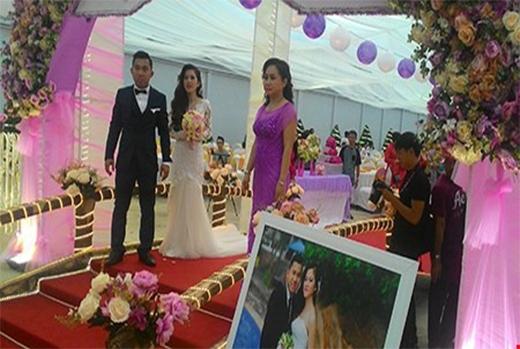 Gia đình chú rể còn chi hơn 200 triệu đồng để mời ca sĩ về biểu diễn phục vụ cho đám cưới. (Ảnh Internet)