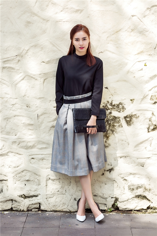 Sự kết hợp kinh điển giữa áo phông cổ lọ và quần culottes mang đậm hơi thở của mùa thời trang Thu - Đông.