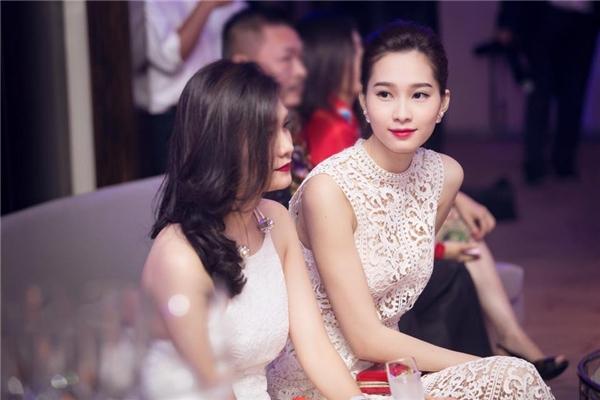 Trước đó, Hoa hậu Việt Nam 2012 gây bất ngờ lớn cho khán giả khi lần đầu tiên diện bộ váy được thực hiện trên nền chất liệu ren xuyên thấu của nhà thiết kế Lâm Gia Khang. Thời gian trước đó, hoa hậu họ Đặng gần như chỉ trung thành với những thiết kế kín cổng cao tường với chất liệu vải che kín da thịt.