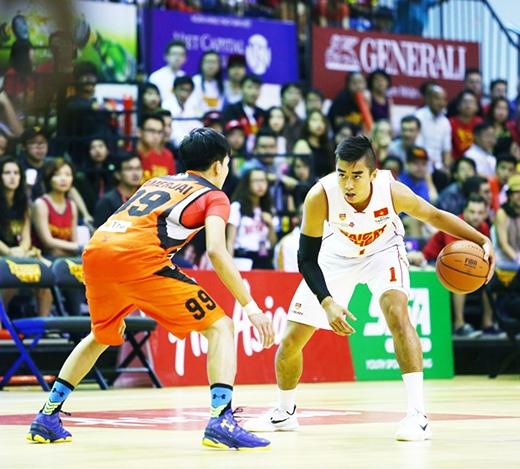 Sự trở lại của những trụ cột như Nguyễn Tuấn Tú (số 1) đã giúp Saigon Heat ngày càng thi đấu tiến bộ hơn qua từng trận.
