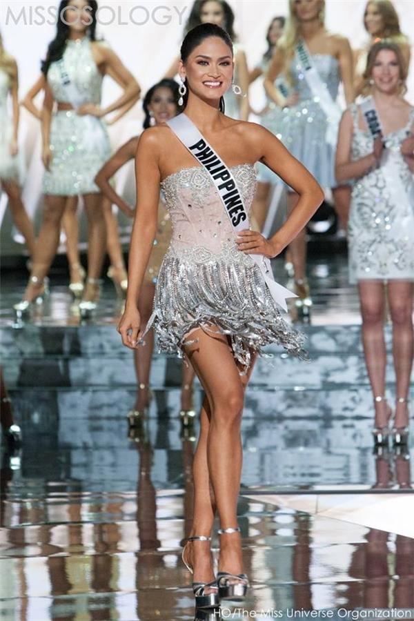 Đôi chân của Pia quá ngắn so với chiều cao 1m75 mà cô kê khai trong hồ sơ tham dự Hoa hậu Hoàn vũ 2015.