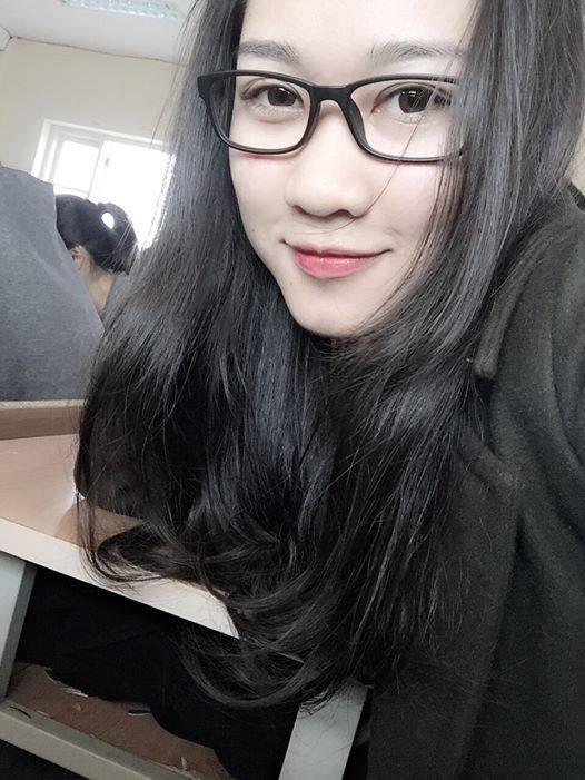 """""""Xôn xao"""" nhan sắc xinh đẹp của cô nữ sinh trường Báo tài năng"""