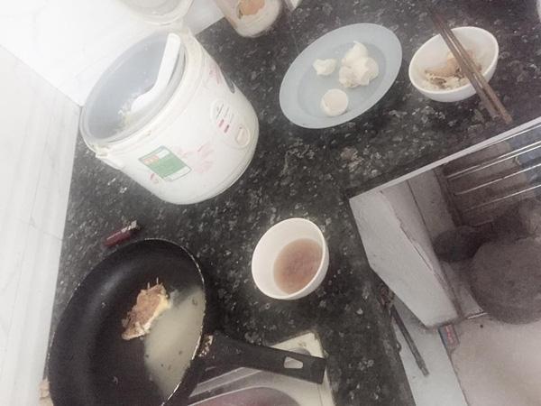 Sau đó rántrứng để ăn cơm. (Ảnh: FB)