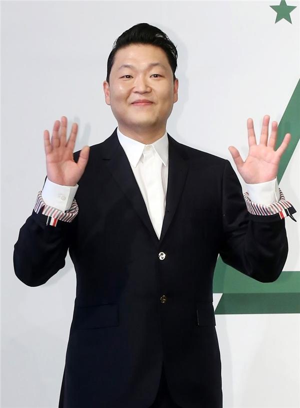 """Sự kiện âm nhạc được chú ý vào dịp cuối năm của làng nhạc Hàn chính là sự trở lại của """"chàng béo"""" Psy từng khiến thế giới điên đảo với hit Gangnam Style. Với hai ca khúc trở lại được đông đảo fan Kpop đón nhận Daddy và Napa Baji, Psy sẽ tổ chức concert cuối năm trải dài từ 24 đến 26/12 để ăn mừng cùng fan."""