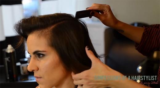 Chia tóc thành 4 phần, phần đỉnh đầu, sau đầu và 2 bên tai. (Ảnh: Youtube)