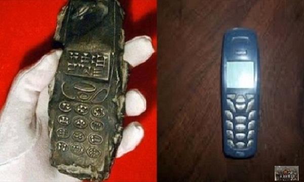 Hình dạng của cổ vật giống với một chiếc điện thoại di động. (Ảnh: Internet)
