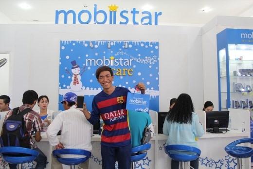 """Anh Nguyễn Tấn Trung dậy từ 5g30 để kịp có mặt tại showroom Mobiistar """"đón soái ca về nhà""""."""