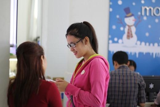 """Chị Trang chọn LAI Zumbo để phục vụ cho công việc bán hàng thời trang online, cần máy có màn hình to, chụp hình đẹp và pin """"khỏe""""."""