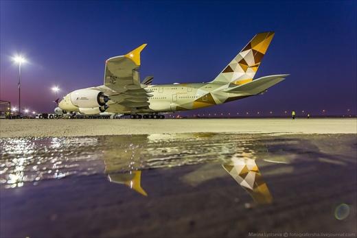 Airbus А380 kiêu hãnh đậu trên đường băng chờ cất cánh. (Ảnh: Marina Lystseva)