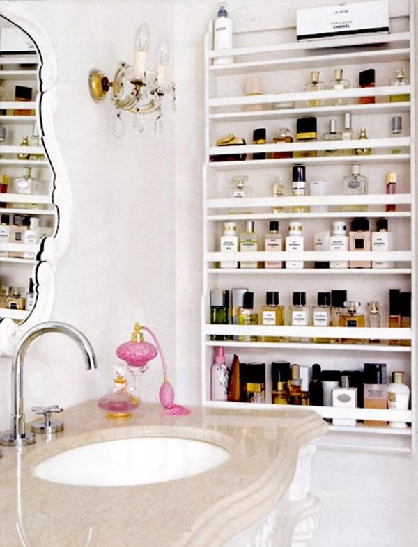 Không nên đặt nhiều hóa mĩphẩm trong phòng tắm. (Ảnh: Internet)