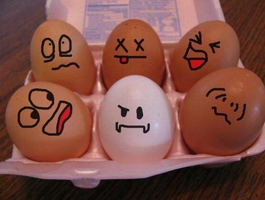 Một bữa ăn sáng lành mạnh, đủ chất cũng giúp bạn tràn đầy năng lượng. Nhưng đừng ăn quá no nhé, bởi nó sẽ khiến bạn buồn ngủ trở lại đấy. Đặc biệt, buổi sáng bạn nên dùngthực phẩm chứa nhiều vitamin B như trứng hay các loại ngũ cốc nguyên hạt (có vitamin B12) để tỉnh táo hơn. (Ảnh: Oddee)