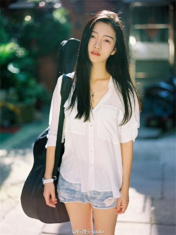 Cô gáinày từng vinh dự trở thành là một trong những mĩnữ tiêu biểu của quê hươngtrong chương trình Địa límĩnữ Trung Quốc. (Ảnh: Internet)