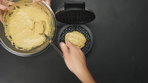 Bữa sáng ngon lành với 2 món bánh từ bí ngô cực dễ làm