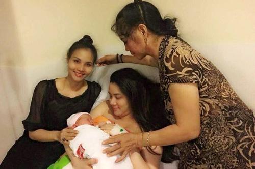 Ít lâu sau đám cưới bí mật với bạn trai vào cuối tháng 10/2014, Trang Nhung lâm bồn, hạ sinh con gái đầu lòng và đặt tên là Trang Anh. - Tin sao Viet - Tin tuc sao Viet - Scandal sao Viet - Tin tuc cua Sao - Tin cua Sao