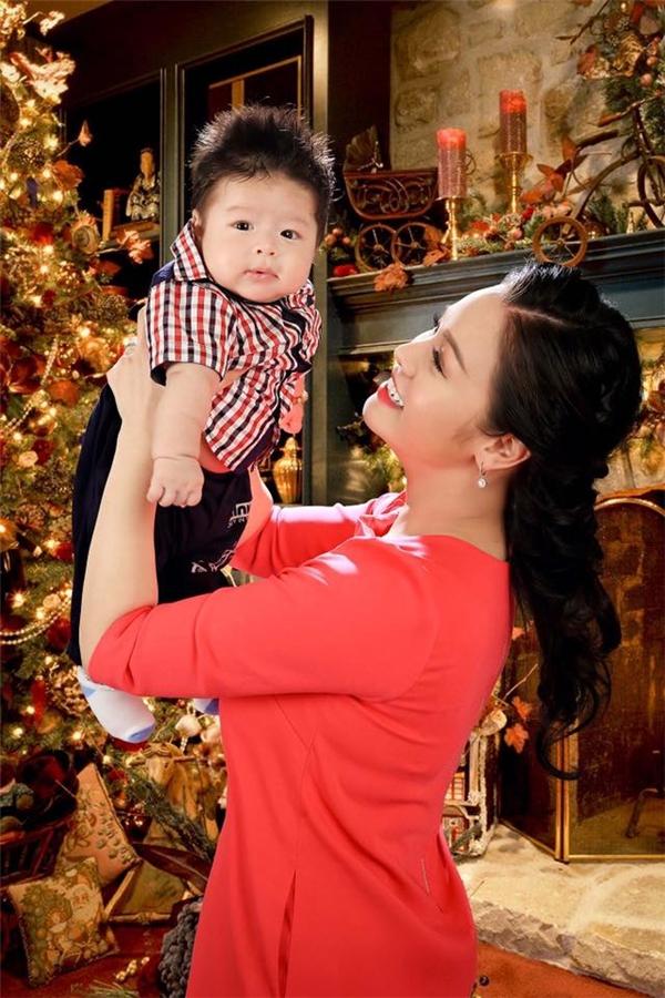 Con trai của Nhật Kim Anh và ông xã Bửu Lộc tên là Ngô Bửu Long, sinh ngày 20/9. - Tin sao Viet - Tin tuc sao Viet - Scandal sao Viet - Tin tuc cua Sao - Tin cua Sao