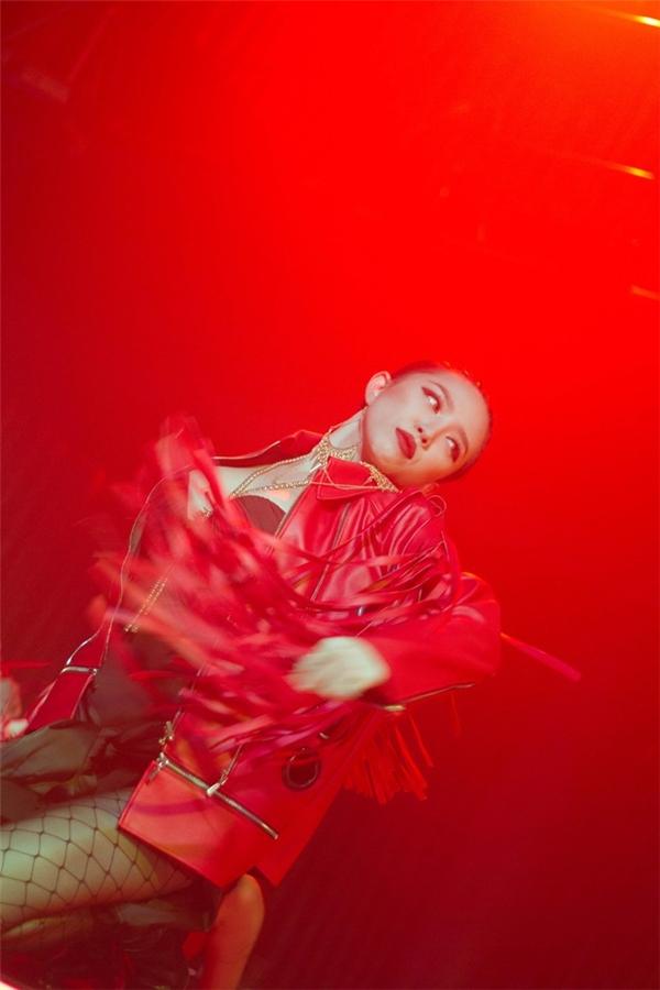Tóc Tiên mang đến hình ảnh trẻ trung, hiện đại trên sân khấu Vpop. Ảnh: NVCC - Tin sao Viet - Tin tuc sao Viet - Scandal sao Viet - Tin tuc cua Sao - Tin cua Sao