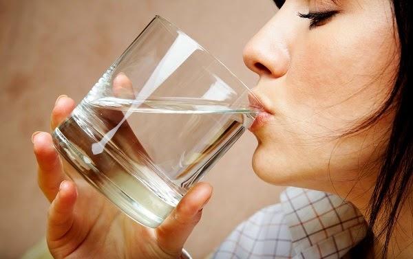 Nước đun sôi để nguội bạn đang uống bẩn ra sao?