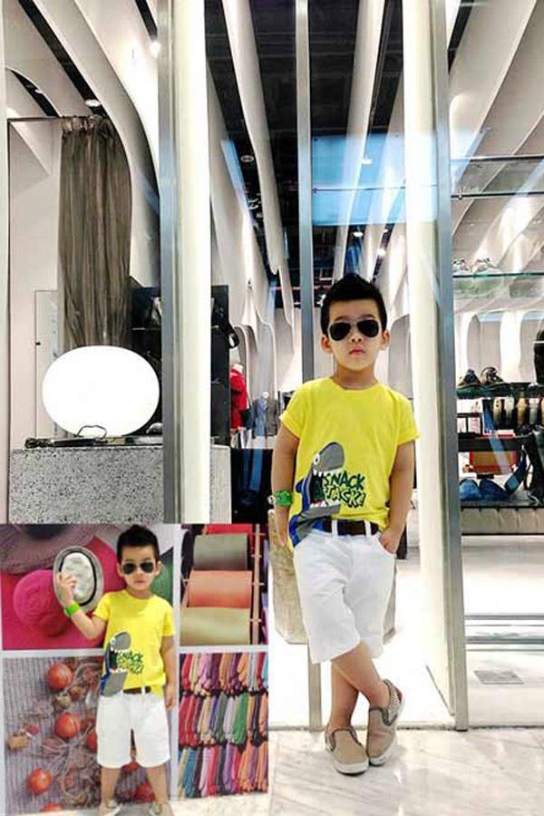Bố mẹ của Quang không tính nổi đã chi hết bao nhiêu tiền sắm đồ cho con vì số lượng đồ quá nhiều và đa dạng.