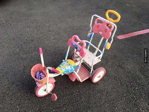 Chiếc xe nhỏ xíu của cô bé (Ảnh: Internet)