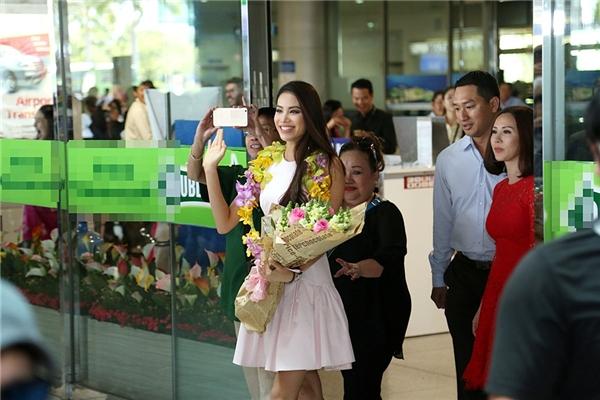 Sau gần một tháng thi thố tại Mỹ, cuối cùng Phạm Hương đã trở về Việt Nam. - Tin sao Viet - Tin tuc sao Viet - Scandal sao Viet - Tin tuc cua Sao - Tin cua Sao