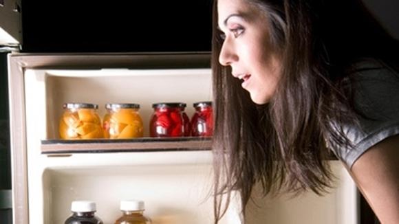 Ngoài các bệnh béo phì, rối loạn tiêu hóa, dạ dày... ăn đêm còn ảnh hưởng rất lớn đến não bộ. (Ảnh: Internet)