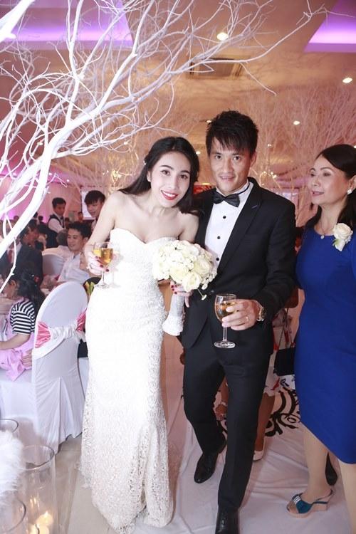 Những hình ảnh đẹp trong đám cưới của cặp đôi vào tháng 12 năm trước. - Tin sao Viet - Tin tuc sao Viet - Scandal sao Viet - Tin tuc cua Sao - Tin cua Sao
