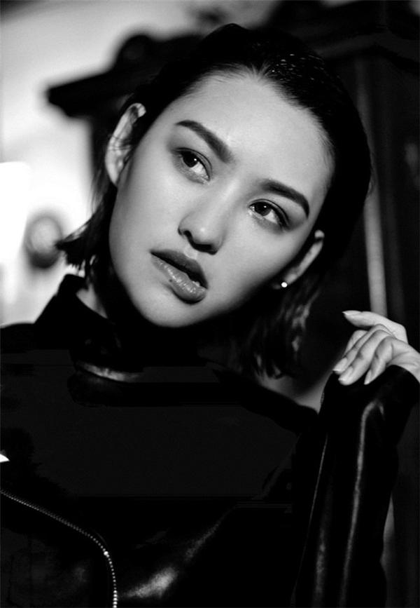 Mới đây, hình ảnh hot girl sinh năm 92 khoe bộ tóc ngắn đã khiến cư dân mạng xứ Trung xôn xao vì vẻ đẹp khác lạ.