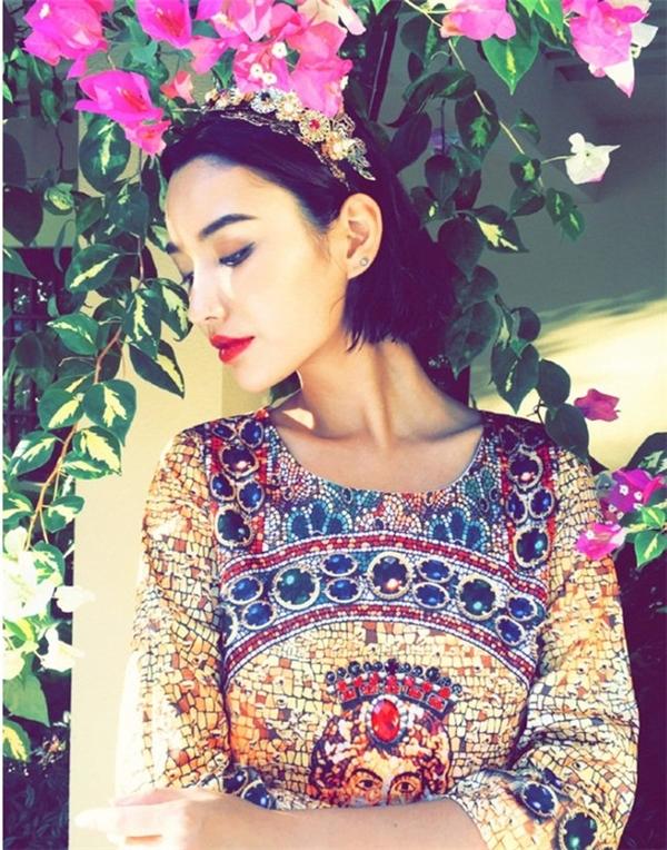 Nhiều người so sánh Nghiên Nghiên với siêu mẫu, diễn viên Kiko Mizuhaza của Nhật Bản. (Kiko Mizuhara đã từng bị đồn hẹn hò với G-Dragon, thủ lĩnh nhóm nhạc nổi tiếng Big Bang của Hàn Quốc).