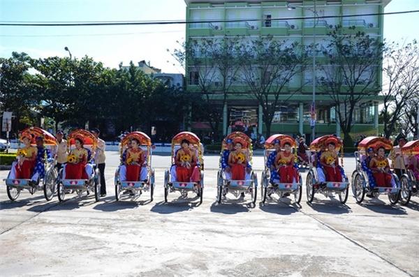 Lễ rước dâu bằng xe xích lô. Ảnh:Đoàn Nguyên.