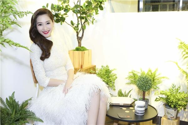 Đặng Thu Thảo với nét đẹp thanh nhã trong bộ váy trắng. - Tin sao Viet - Tin tuc sao Viet - Scandal sao Viet - Tin tuc cua Sao - Tin cua Sao