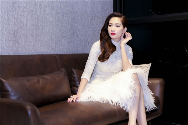 """Hoa hậu Việt Nam 2012 được công chúng yêu mến không chỉ bởi vẻ ngoài, mà còn vì lối sống """"sạch"""" nói không với scandal. - Tin sao Viet - Tin tuc sao Viet - Scandal sao Viet - Tin tuc cua Sao - Tin cua Sao"""