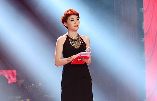 Cô nàng từng gây ấn tượng mạnh với khán giả truyền hình với vẻ ngoài xinh đẹp và phong thái tự tin cuốn hút khi làm MC cho chương trình The voice 2013.