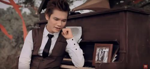 Khắc Việt – chàng ca sĩ