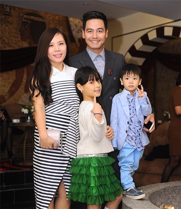 Phan Anh hạnh phúc bên vợ và các con Bảo Anh, Nhật Minh. - Tin sao Viet - Tin tuc sao Viet - Scandal sao Viet - Tin tuc cua Sao - Tin cua Sao