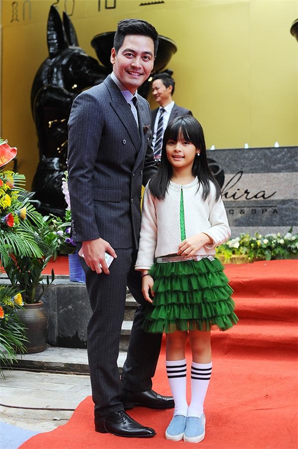Phan Anh xuất hiện với vẻ điển trai, lịch lãm như lệ như nam thần bên cạnh con gái Bảo Anh. - Tin sao Viet - Tin tuc sao Viet - Scandal sao Viet - Tin tuc cua Sao - Tin cua Sao