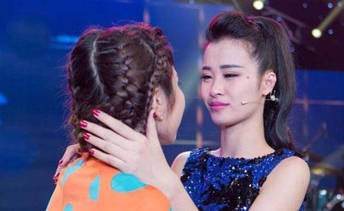 Đông Nhi rơi nước mắt khi thí sinh thuộc đội mình buộc phải rời khỏi chương trình do xếp cuối bảng bình chọn của khán giả. - Tin sao Viet - Tin tuc sao Viet - Scandal sao Viet - Tin tuc cua Sao - Tin cua Sao