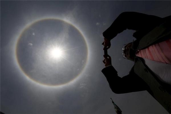 Hiện tượng thiên nhiên kỳ thú có tên là hào quang Mặt trời ở Mexico City.