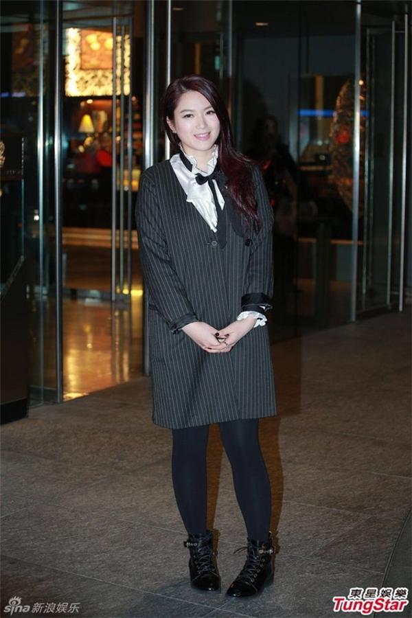 Cựu Hoa hậu Câu Vân Tuệ diện trang phục giản dị. Sau thời gian điều trị bệnh tuyến giáp, người đẹp TVB đã lên kế hoạch trở lại với công việc.