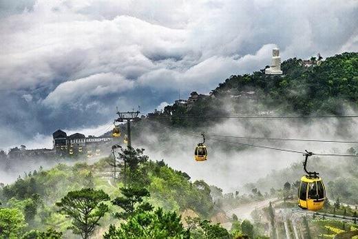 Tác giả Trang Nguyen cũng có tác phẩm lọt vào chung kết cuộc thi trên với bức ảnh chụp lớp sương mù bao phủ đỉnh Bà Nà, Đà Nẵng tạo nên cảnh quan ngoạn mục.