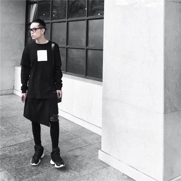 Những trang phục với thiết kế bất đối xứng khá được các chàng trai ưa chuộng trong mùa thời trang Thu - Đông năm nay.
