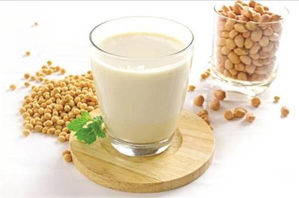 Sữa đậu nành có nhiều dưỡng chất tốt cho sức khỏe phụ nữ. (Ảnh: Internet)