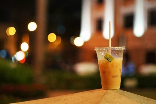 Không thể quên anh bạn trà sữa bình dân ở Nhà Hát Lớn với giá cực rẻ nhưng hương vị vẫn cực kì thơm ngon.(Ảnh: Internet)