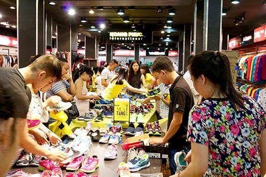 Các cửa hiệu Outlet của Hoang Phuc International luôn là một điểm đến hấp dẫn nhất, bởi sản phẩm chất lượng với ưu đãi giảm tù 50 – 70% nay lại tăng thêm mua 1 tặng 1.
